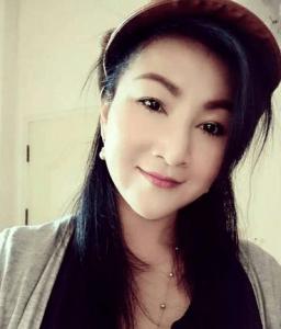 Jira 40 leter efter man på 37-56 - hitta vackra thailändska kvinnor här